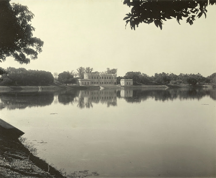 The Aftab House on the banks of the Kishensagar Lake - Burdwan (Bardhaman), Bengal, 1904