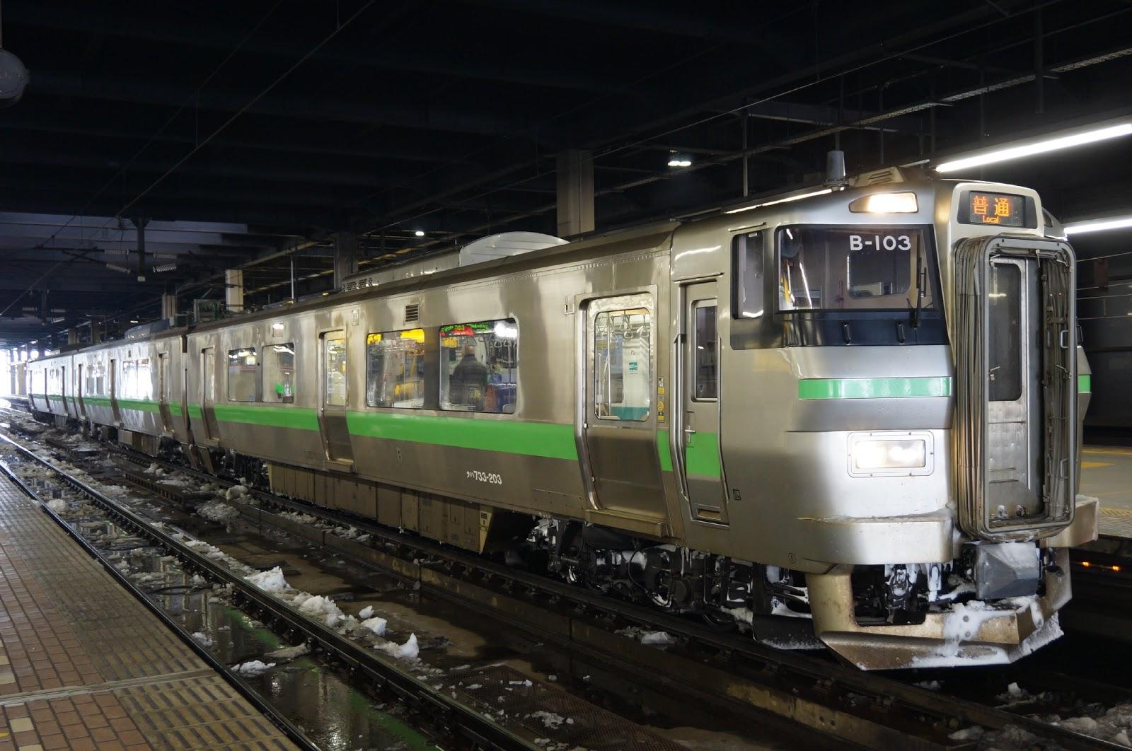 札幌駅停車中の733系
