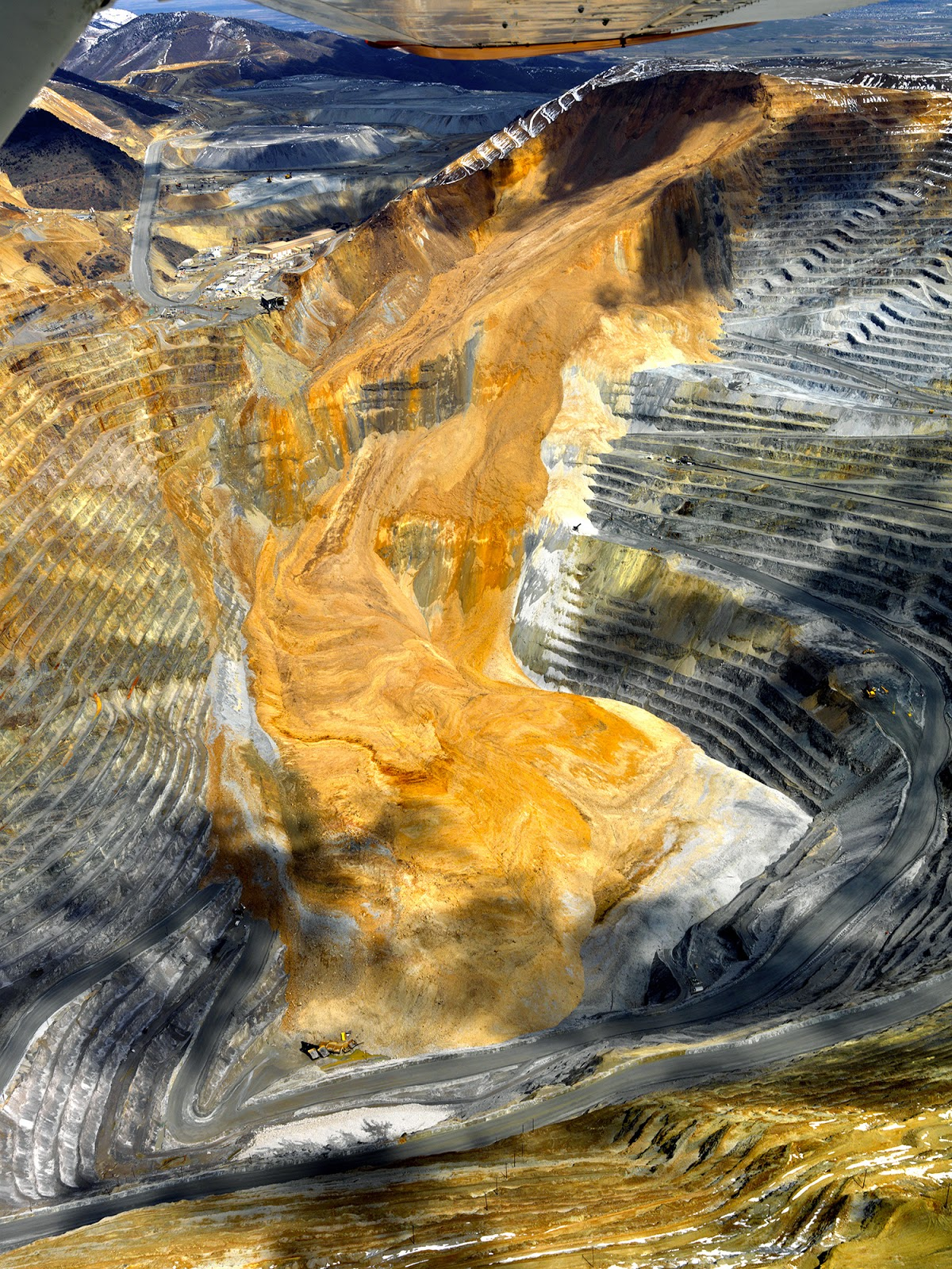 rio tinto kennecott utah copper s bingham canyon open pit copper mine in the oquirrh mountains in utah experienced the largest recorded landslide in us