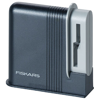 http://www.fiskars.pl/produkty/nozyczki/ostrzalka-do-nozyczek-clip-sharp-1000812