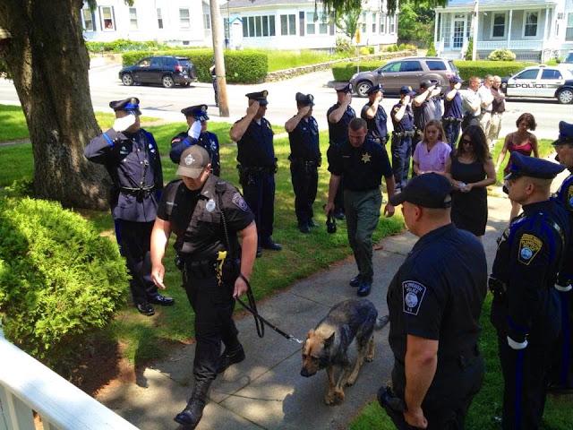 Despedida perro policía al que practican la eutanasia