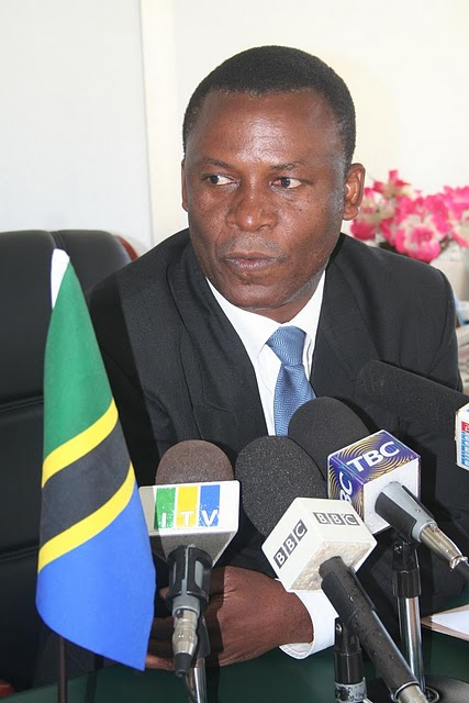 Waziri wa Elimu na Mafunzo ya Ufundi Stadi Dk Shukuru Kawambwa Azindua