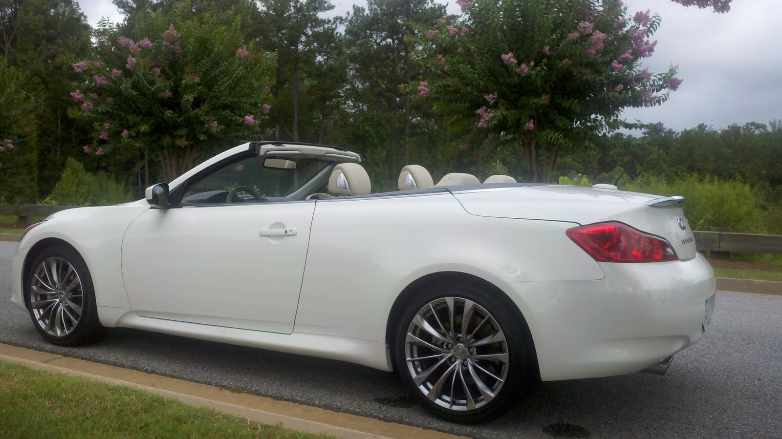 2011 Infiniti G37 Convertible: A High Performance Four Seater