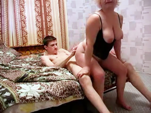 Mom sit sons behind porn
