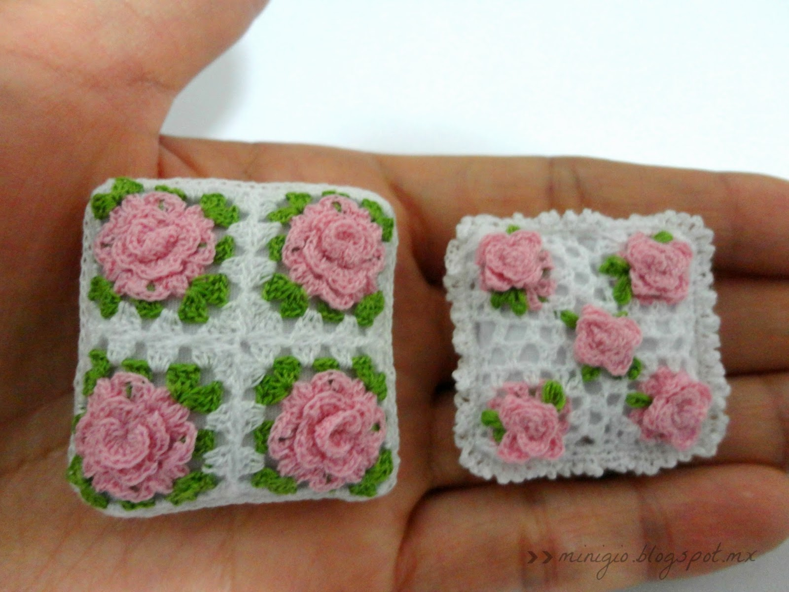 miniature crochet, dollhouse, scale 1 12, cushion, crochet roses
