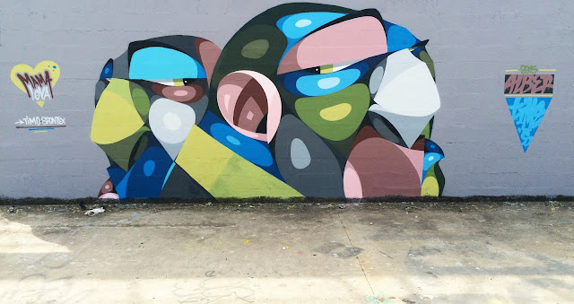 Bordeaux-based Alber just sent us some images from his newest street piece which was just completed on the streets of his hometown.