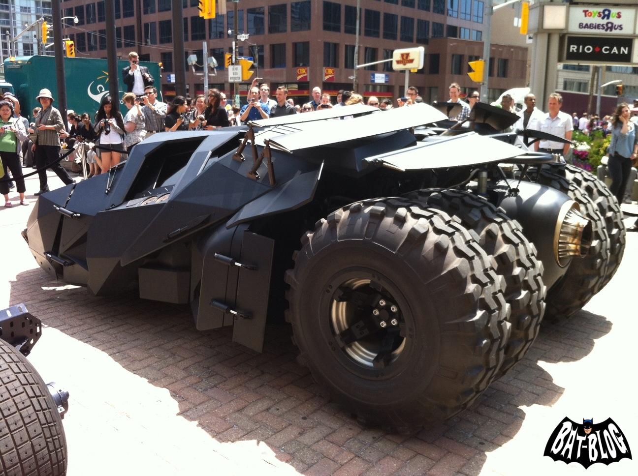 http://2.bp.blogspot.com/-jZHd25LGLpc/T9UMsHkpOsI/AAAAAAAAUD4/ItiRmjUNUcc/s1600/tumbler-tour-batmobile-canada-4.jpg