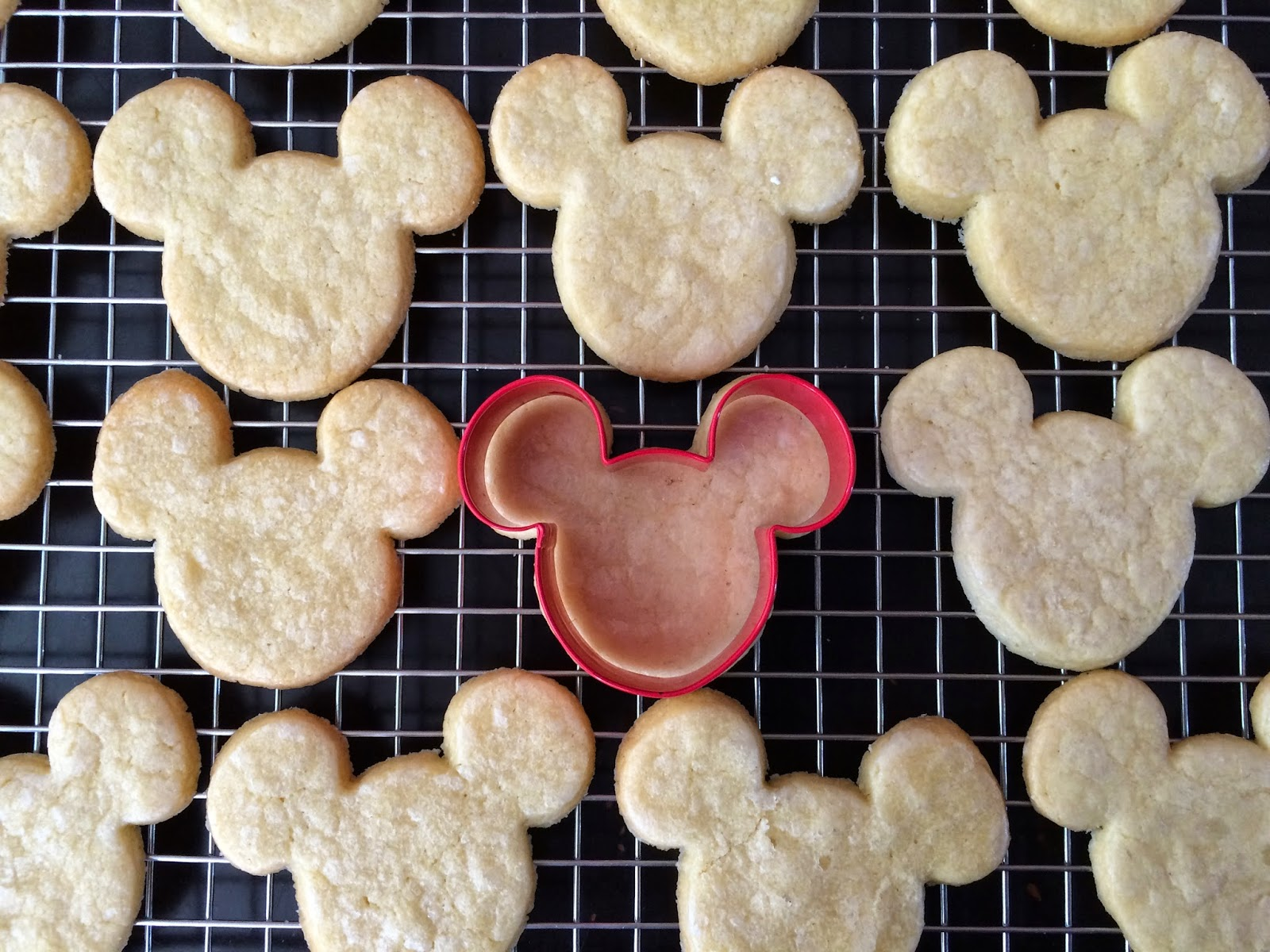Minnie Mouse Cookies Cake Pops Gingerbread Crissas Cake Corner