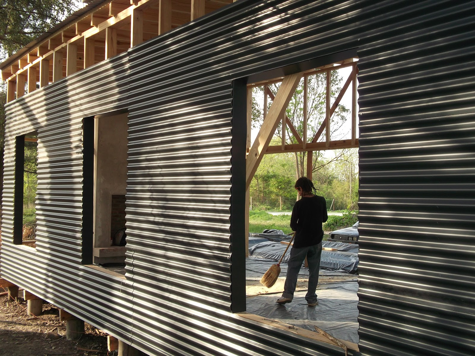 Mymdecks proyecto maschwitz for Casas de chapa para jardin