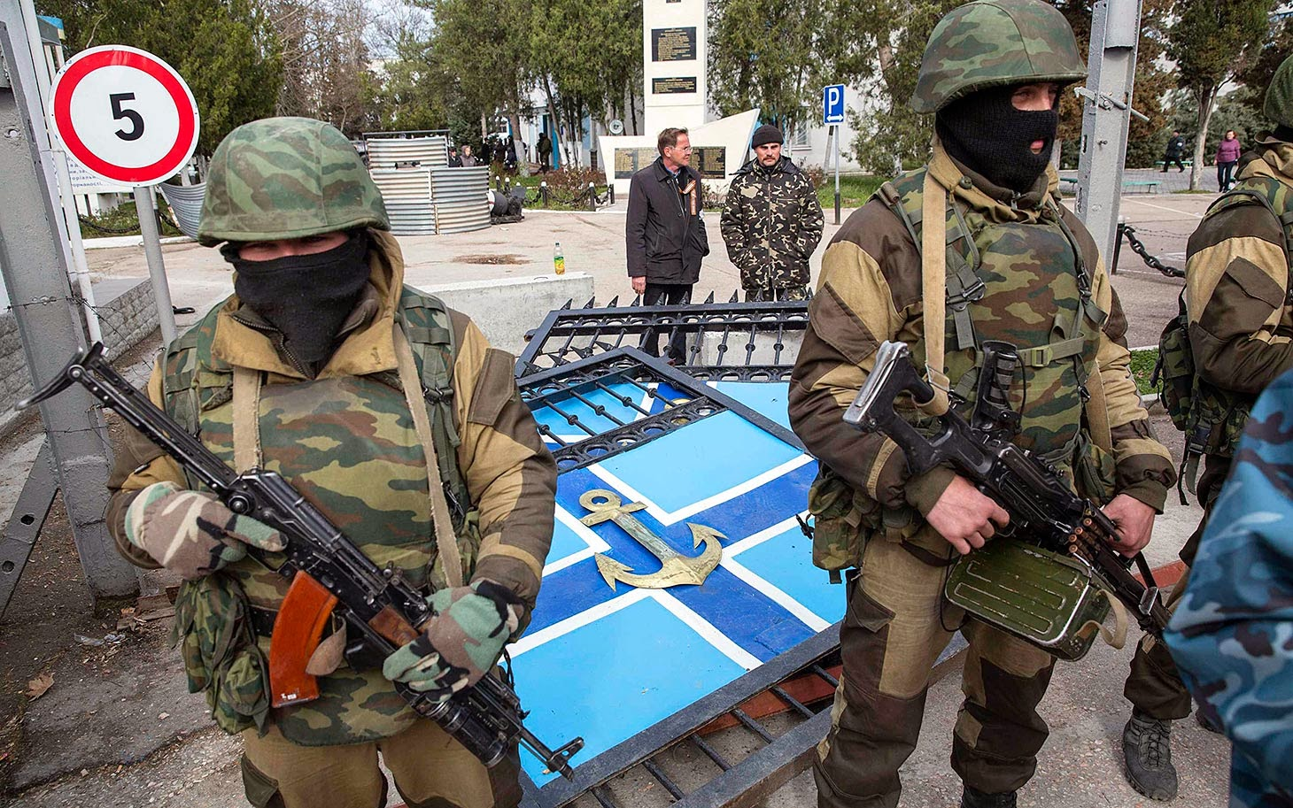 http://2.bp.blogspot.com/-jZhpbnRoj9o/UzsTI6NIrVI/AAAAAAAAA-Y/-V8Tiu4i48Q/s1600/crimea_russians_031914.jpg