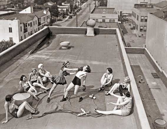 52 photos of women who changed history forever - Women boxing on a roof in LA. (1933)