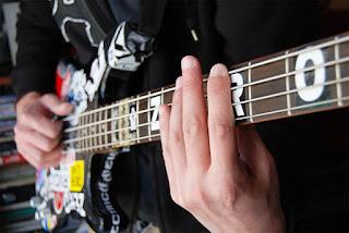Cara Bermain Gitar Bass