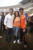 Salman, Daisy, Huma & Shruti at CCL match