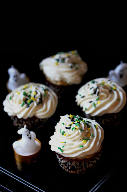 vegan vanilla and agave nectar cupcakes with vanilla frosting {naturally sweetened}