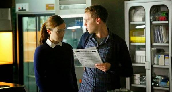 Los agentes Fitz y Simons en Agentes de SHIELD 2x01 y 2x02