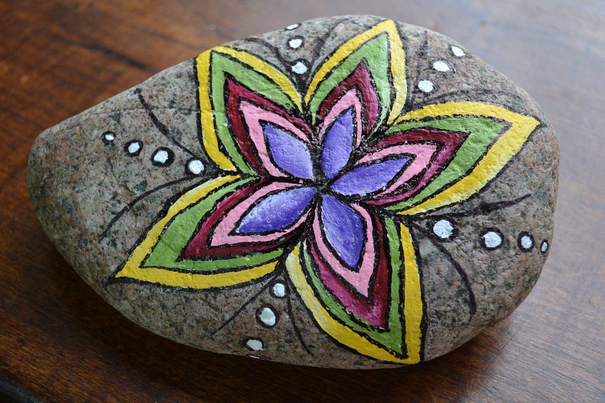 Almacen de decoraci n piedras pintadas for Piedras pintadas a mano paso a paso