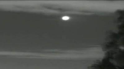 Pengamat UFO Mengaku Didatangi oleh Men in Black
