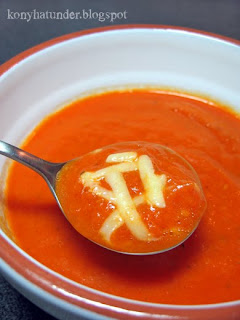 roasted-pepper-soup-with-Cheddar
