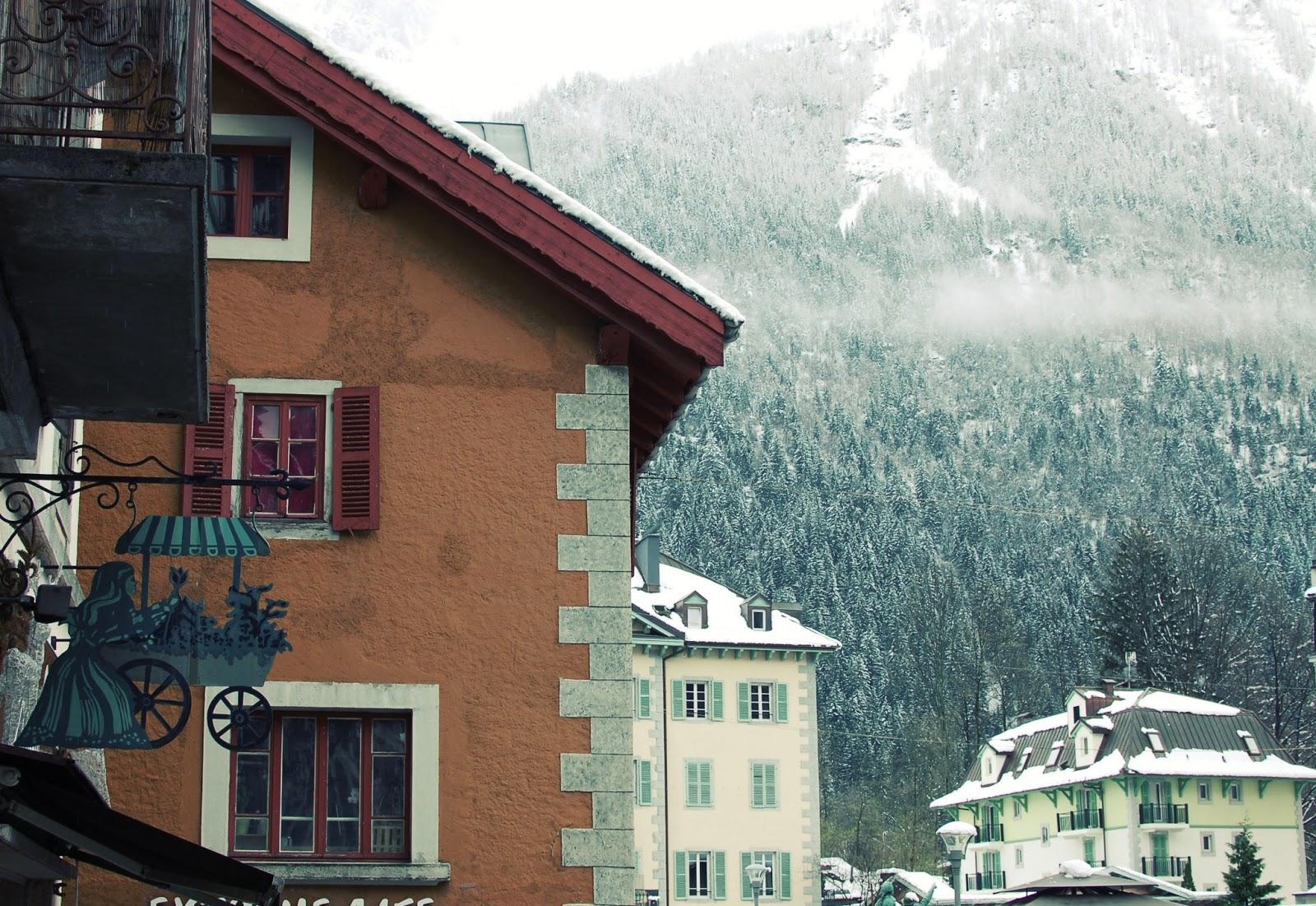 chamonix-nature-hiver-centre-ville-neige-alpes-mont-blanc-haute-savoie