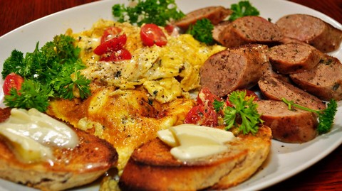 Sausage and Scrambled Eggs with Buttery Toasts