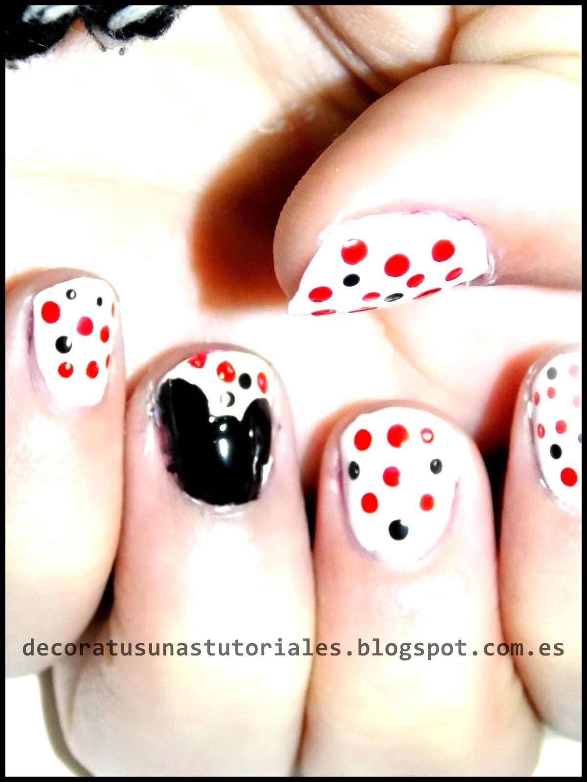 Decoración de uñas: Mickey Mouse