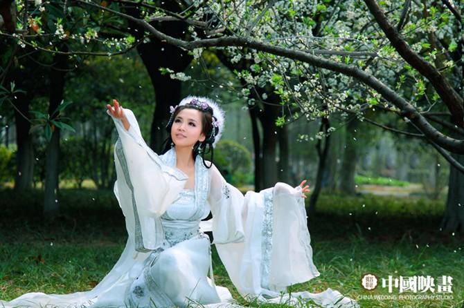 只要我们情深好比大海洋 (zhǐ yào wǒ men qíng shēn hǎo bǐ dà hǎi yáng) As long as our love is as deep as the ocean