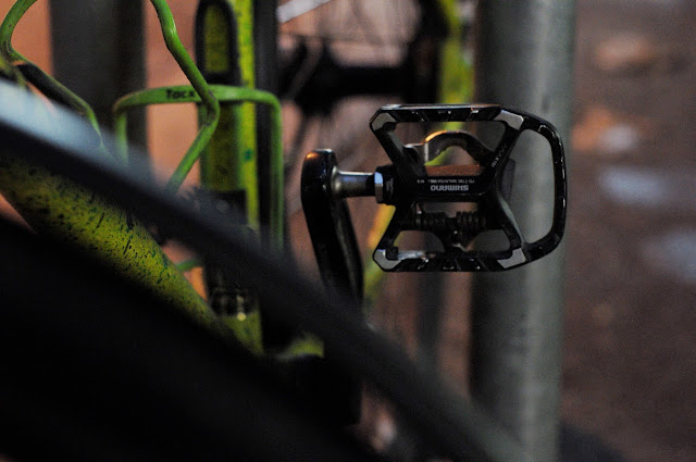 Surly, 1x1, frame, single speed, bicycle, bike, custom, modified, mod, bespoke, paint job, tim Macauley, the Biketorialist, the light monkey collective, Collins st, Melbourne, Australia, green, gritty, grit, splatter, awesome, paintjob , shimano, flat pedal, clipless