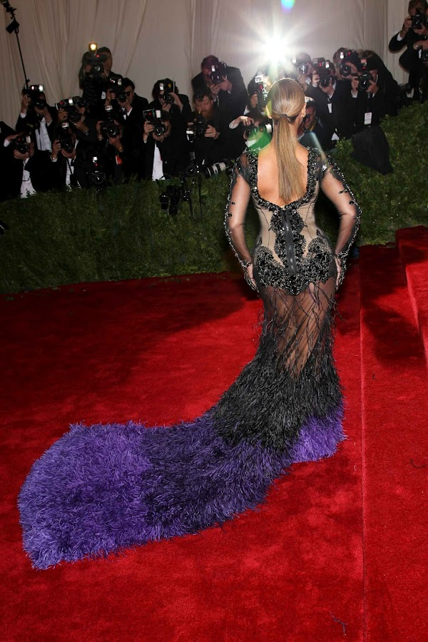 Beyonce is one big ass peacock