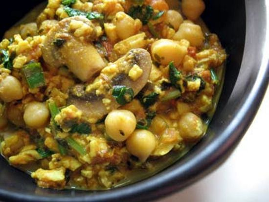 Shredded Paneer with Tomatoes, Chilies, Mushrooms and Chickpeas