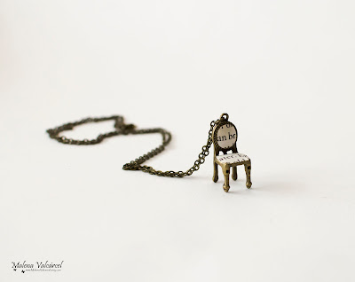 tiny-chair-necklace