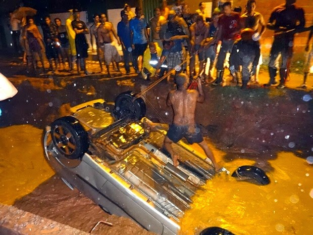 Acidente aconteceu na noite de sábado (13) (Foto: Jadiel Luiz / Blog Sigi Vilares)