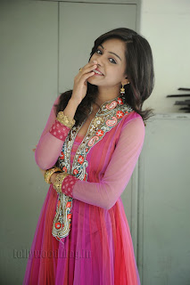Vithika Sheru Gorgeous Pictures Gallery 018