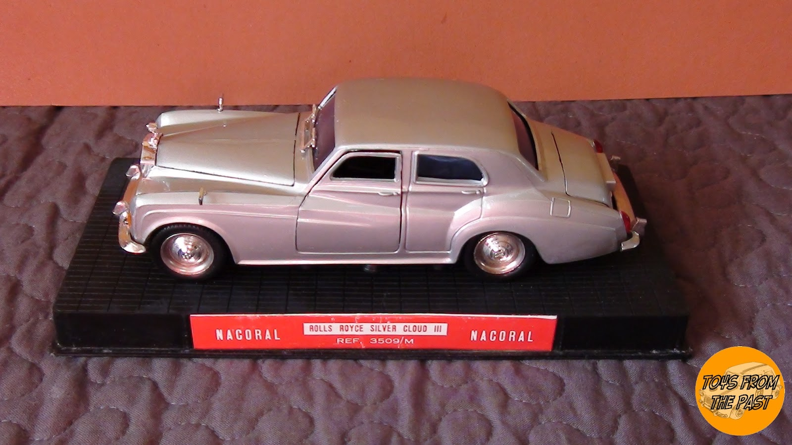 toys from the past 146 nacoral rolls royce silver. Black Bedroom Furniture Sets. Home Design Ideas