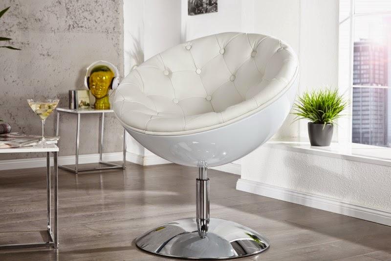dizajnove kreslo v bielej eko kozi, modeny dizajn sedaciek, otocna stolicka
