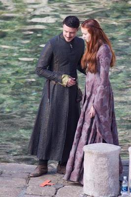 Petyr y Sansa de cerca en el rodaje tercera temporada Juego de Tronos - Juego de Tronos en los siete reinos