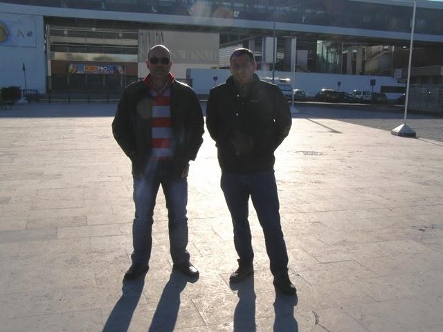 Rui Oliveira e o Jorge Almeida, à frente do pavilhão onde se realizou o campeonato nacional.
