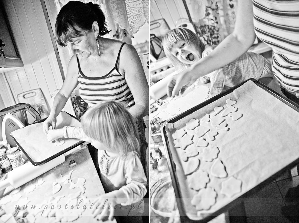 układanie ciasteczek na tacy