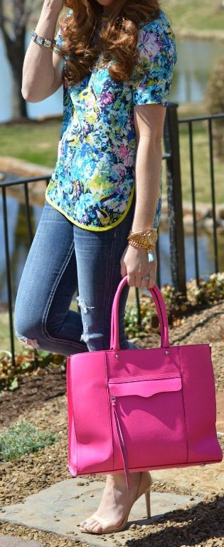 street style: floral print top and bright pink bag