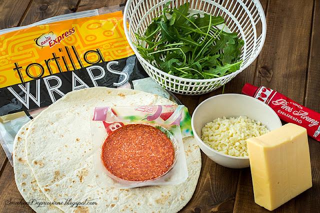 Karnawałowe tortille z kiełbasą pepperoni