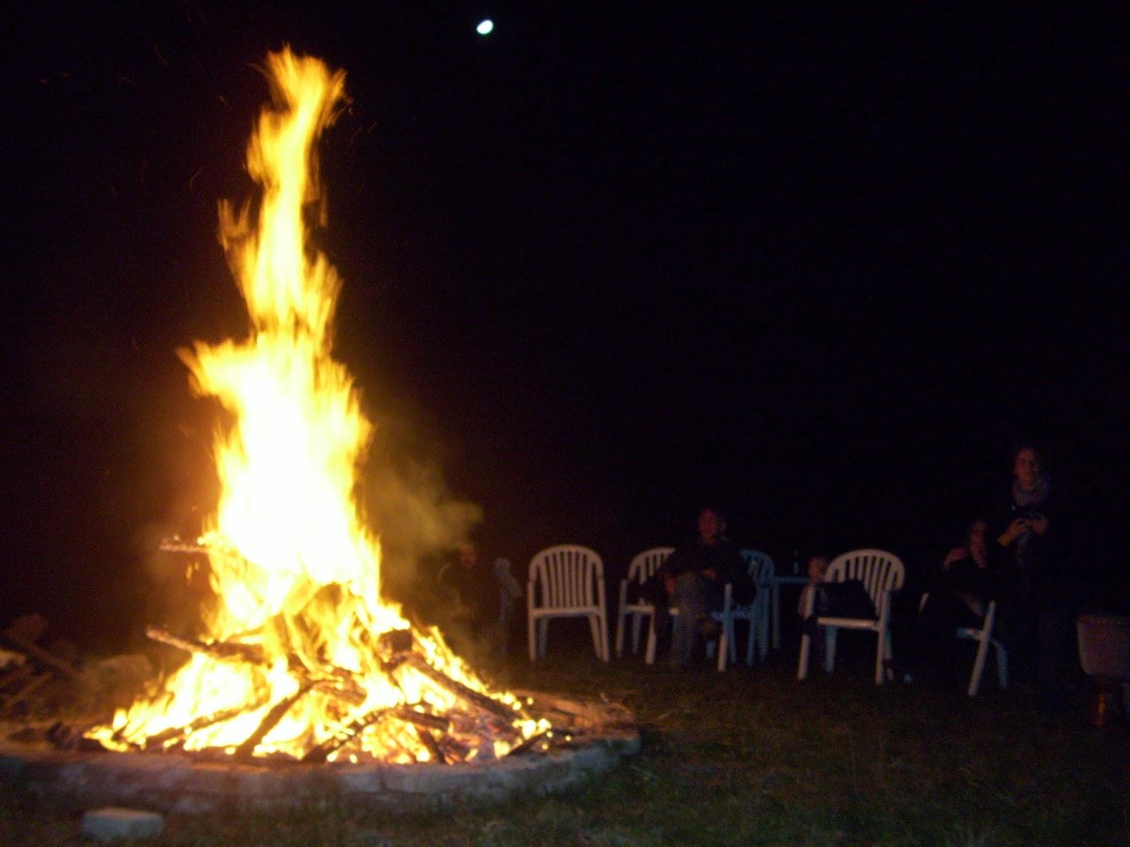 Foto dell'alto fuoco del falò