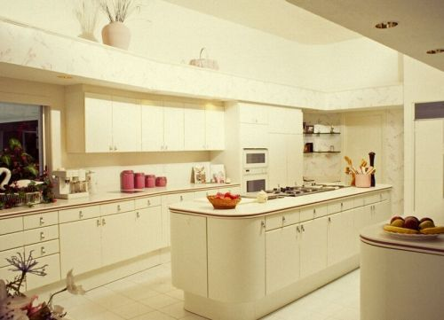 Cream kitchen cabinets pictures kitchen design best for Kitchen ideas cream cabinets