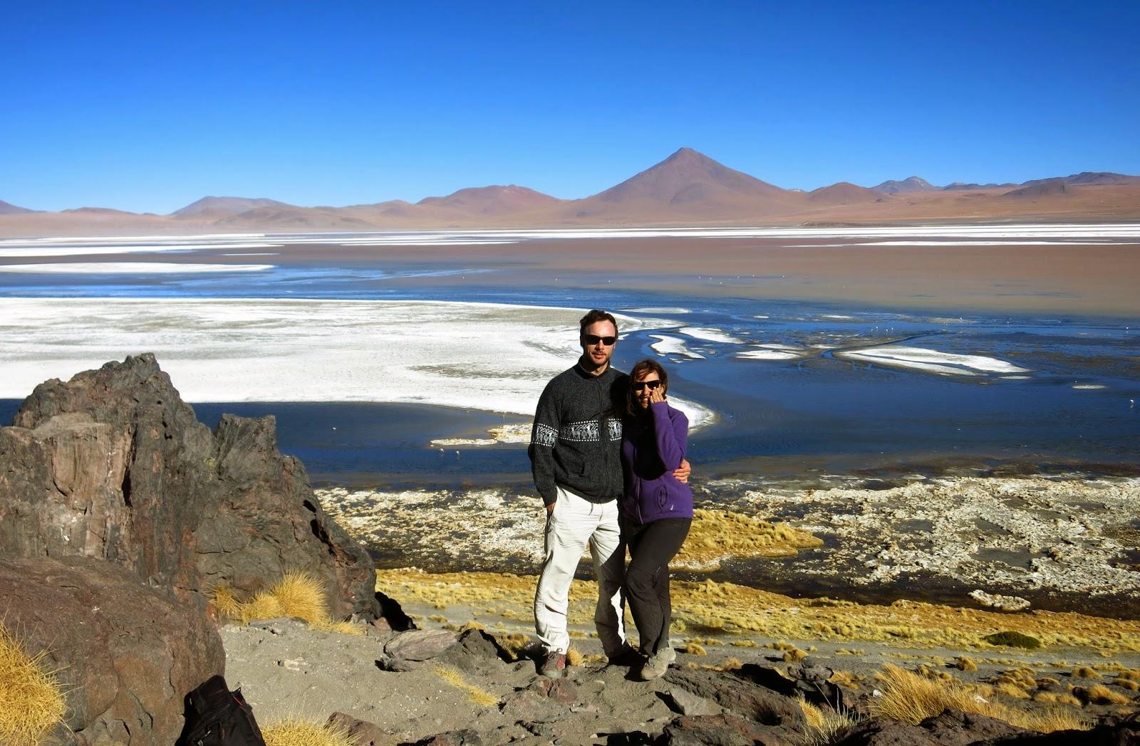 Laguna colorada en el altiplano boliviano
