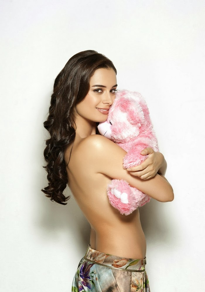 Evelyn Sharma looks seductive in topless pic