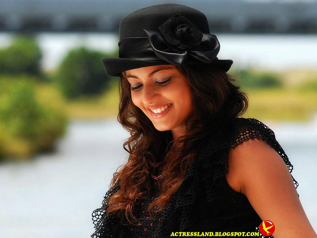 http://2.bp.blogspot.com/-jbwoO348Mus/UAobDXcp04I/AAAAAAAAAhI/sjUPncu8pWg/s1600/sneha_ullal_great_smile-normal.jpg