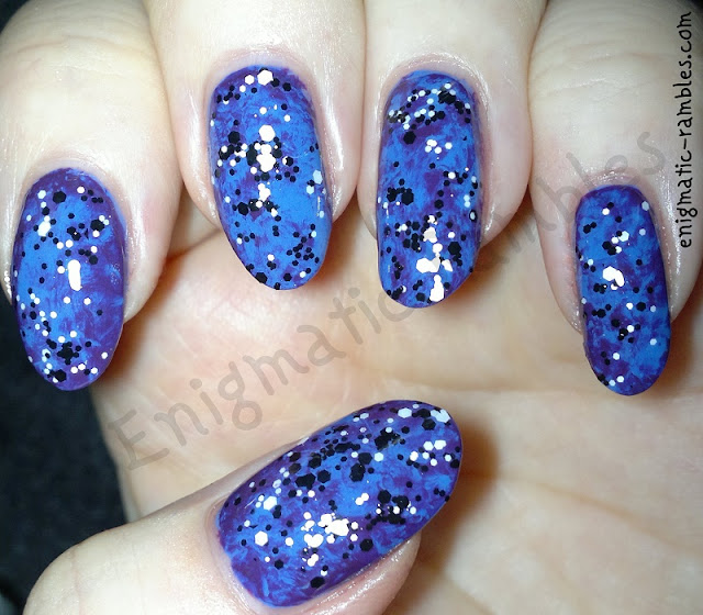 saran-wrap-marble-glitter-nails-nail-art