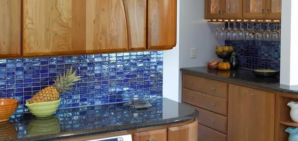 Design Ideas Of Glass Tile For Your Kitchen Backsplash