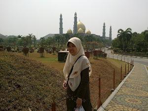 Masjid Kubah Emas (Masjid Dian Al Mahri), Limo, Depok
