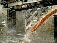 Entrada i escala al primer pis a Les Solanes