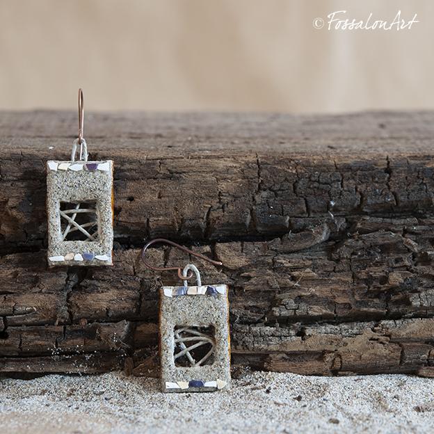 Orecchini in corda, sabbia e frammenti di conchiglie