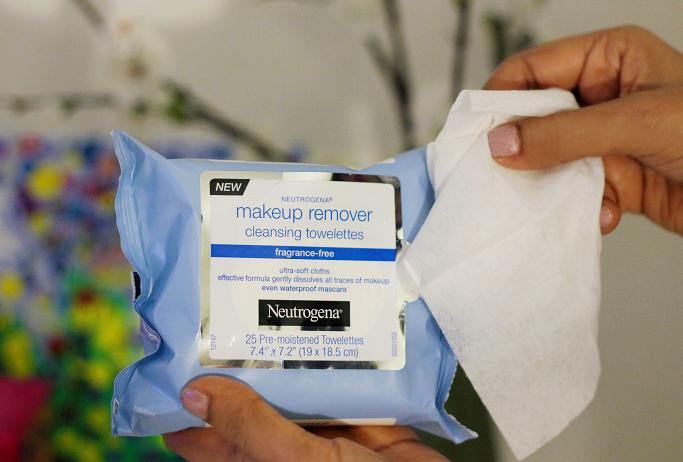 Neutrogena® Fragrance Free Wipes, #BestLovedBeauty #CollectiveBias #ad